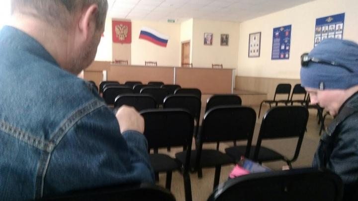 На несанкционированном митинге задержали ещё двоих омских журналистов