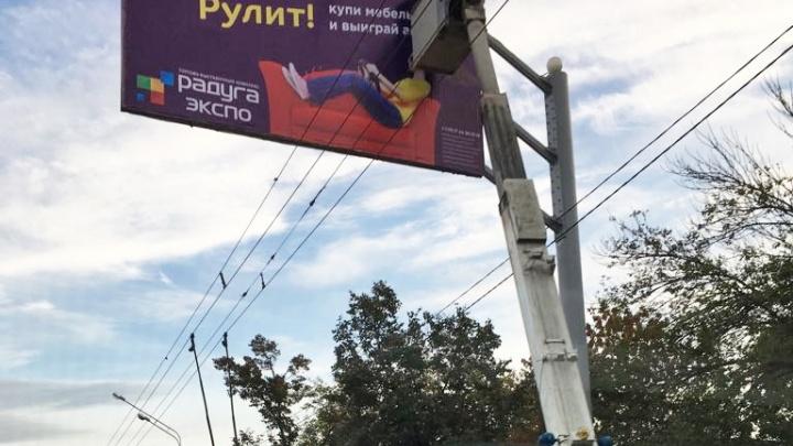 Власти Уфы пообещали наказать рекламщиков, из-за которых остановились троллейбусы