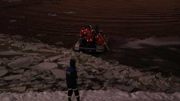 На Каме от берега оторвались дебаркадеры.Людей с середины реки сняли спасатели