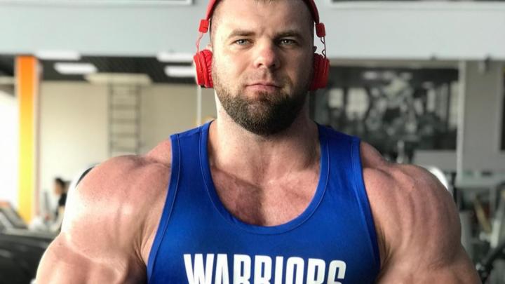 «Я готов»: накачанный силач из Красноярска показал свою форму перед чемпионатом мира в ОАЭ