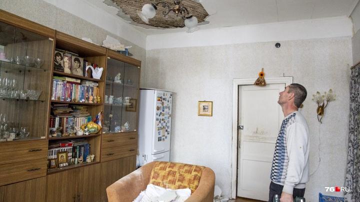Коммунальный особняк: почему на спящую бабушку обрушился потолок. И куда жаловаться при таких ЧП