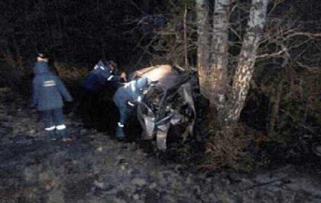 В Башкирии Daewoo Nexia влетела в дерево: погибли водитель и пассажир
