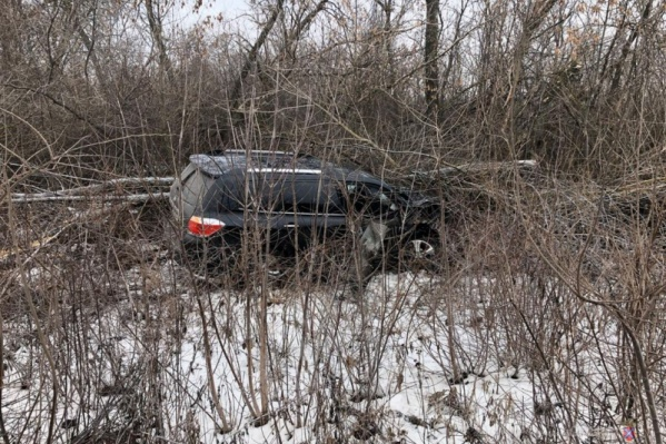 Toyota вылетела с дороги после сильного удара