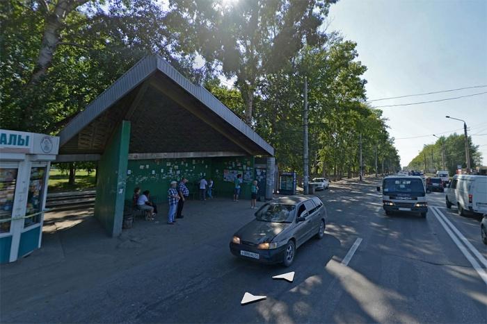 Местные жители до сих пор называют остановку «ВИНАП» — по имени закрытого в 2000-х годах ликёро-водочного завода