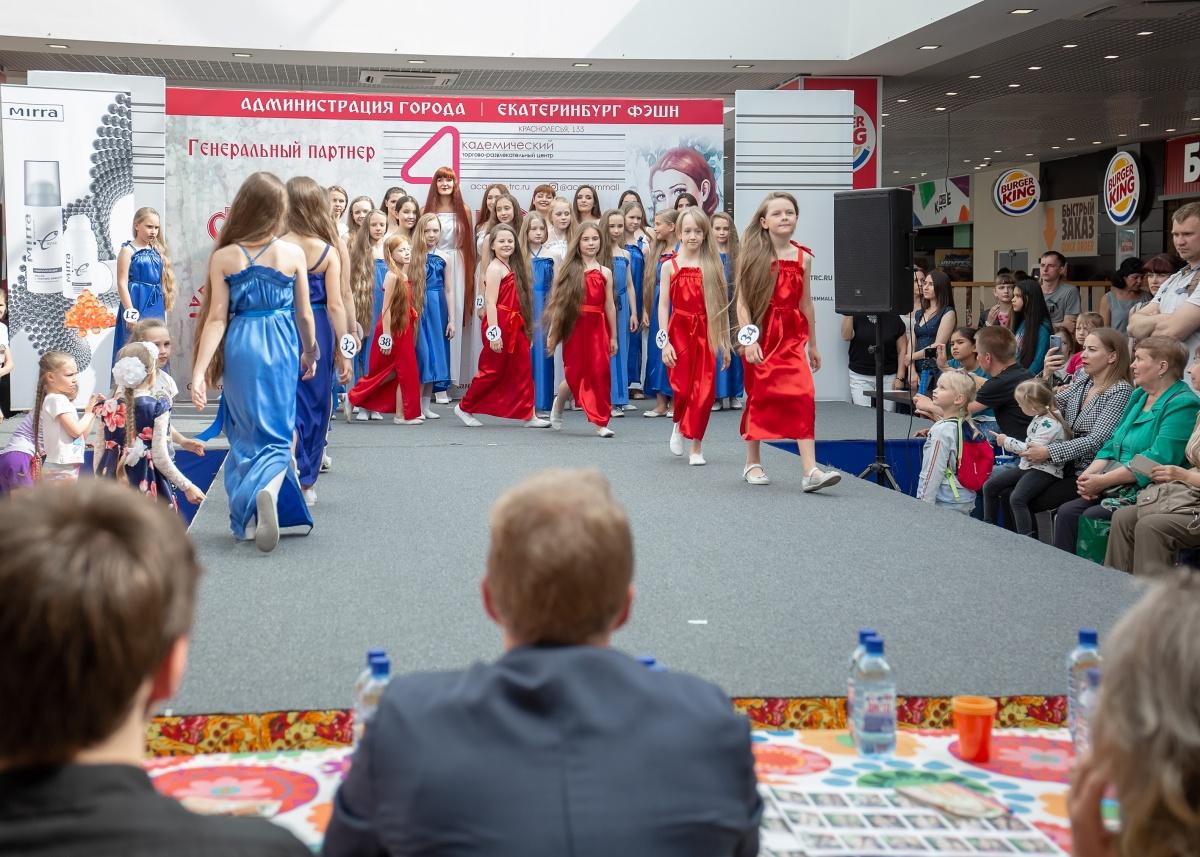 Длина волос победительницы почти 1,5 метра: в Екатеринбурге выбрали девушку с самой шикарной косой