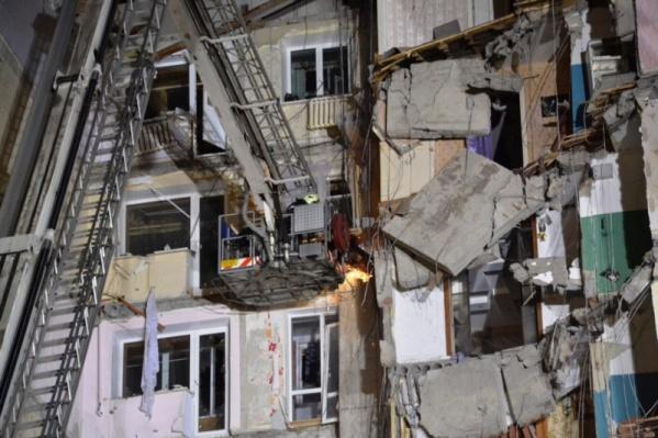 Спасатели работают на месте обрушения круглосуточно<br>