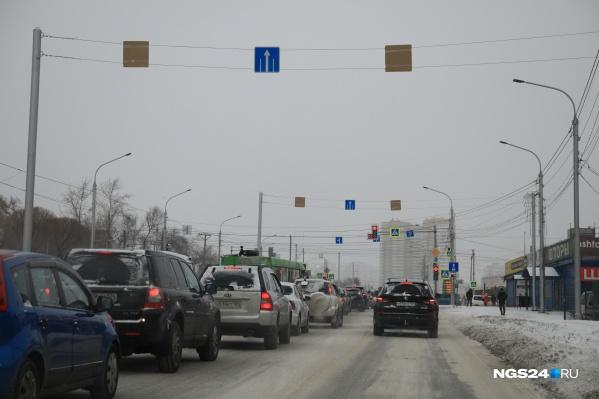 В воскресенье на Шахтеров запретили левые повороты, а ряд прилегающих улиц сделали односторонними