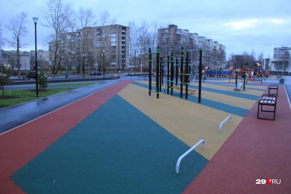 Согласно контракту, подрядчик будет следить за чистотой в парке «Зарусье» до конца этого года
