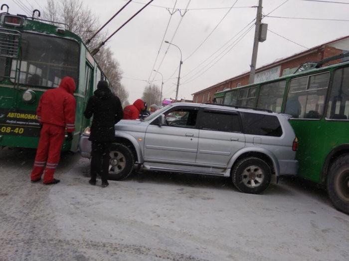 На месте аварии работают аваркомы