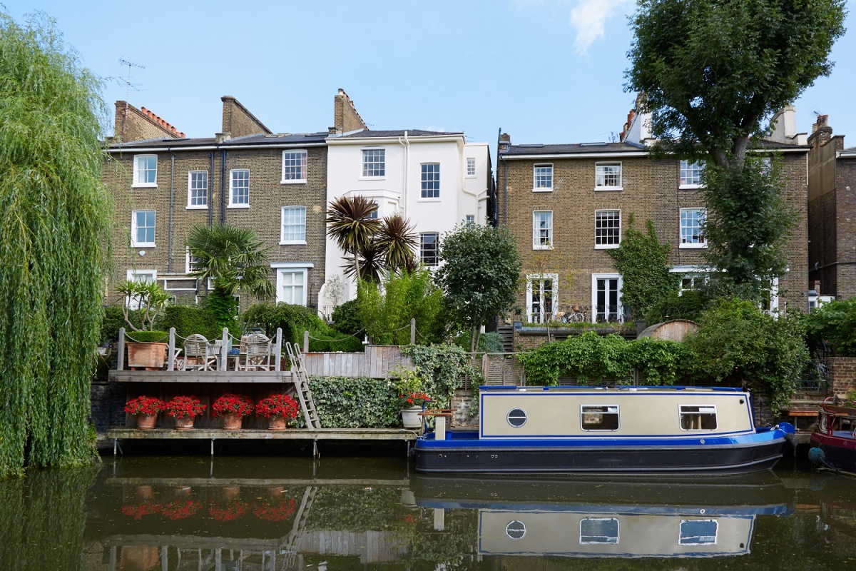 В Маленькой Венеции находятся дома Пола Маккартни, Ричарда Брэнсона, Кейт Мосс, Ноэля Галлахера и Пола Веллера