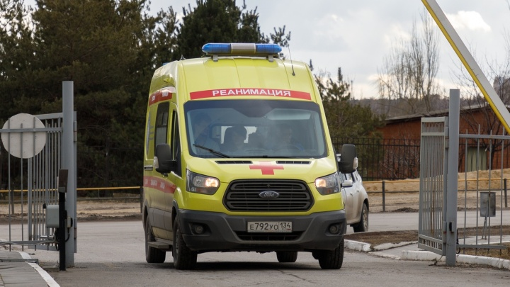 В Волжском лихач на «Ладе» сбил женщину и ребенка