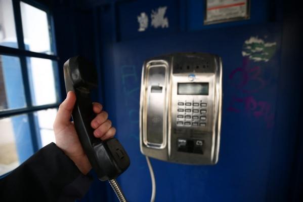 Всего в Новосибирской области работает1555 таксофонов — из них в областном центре только 17