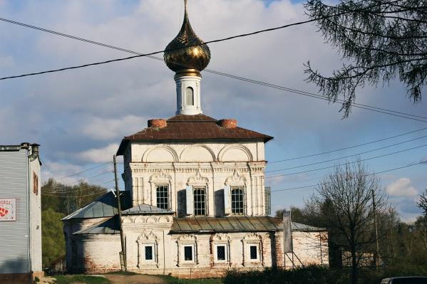 Богородице-Рождественский храм в посёлке Некрасовское стоял в таком виде 10 лет