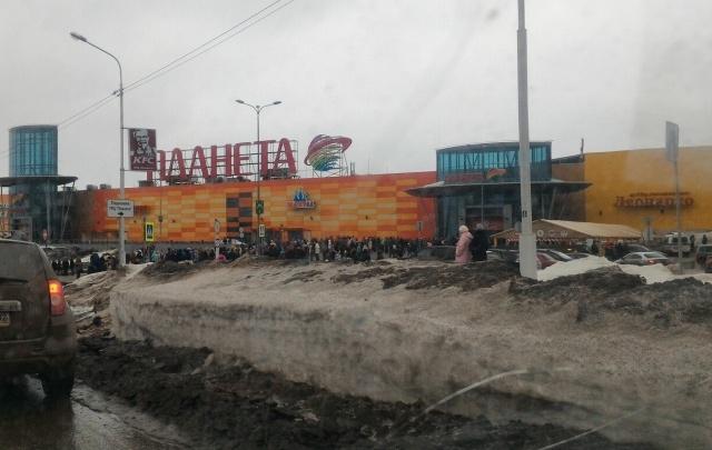 Руководство ТРЦ «Планета» прокомментировало случай с эвакуацией людей в Уфе