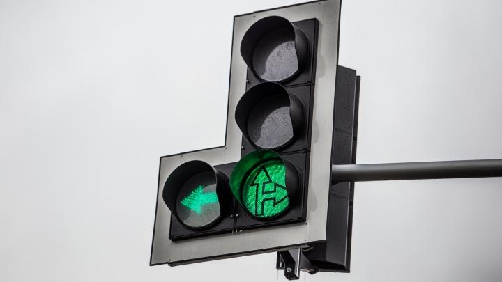 Водителей и пешеходов предупредили о неработающих светофорах на Трикотажной