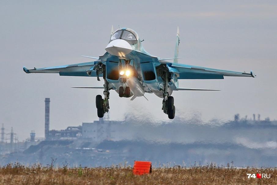 На авиабазе Шагол приземлились три новых бомбардировщика