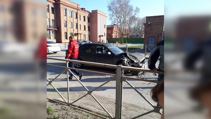 «Летел, как самолет»: две иномарки столкнулись в Октябрьском районе