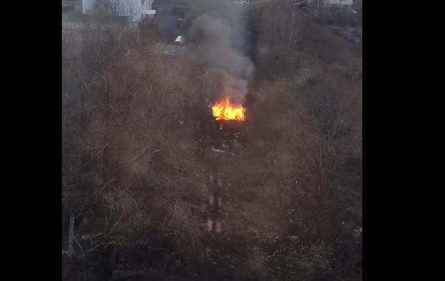 В Уфе подростки подожгли дачный домик