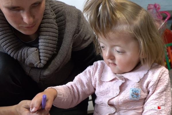 Соне сейчас 2 года и 7 месяцев, но ее мама затрудняется назвать диагноз дочери