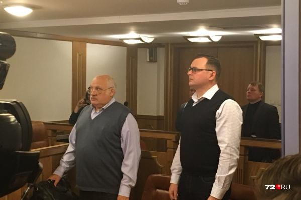Дмитрий Еремеев (на фото справа), услышав вердикт суда, сразу покинул зал заседаний. Общаться с журналистами не стал