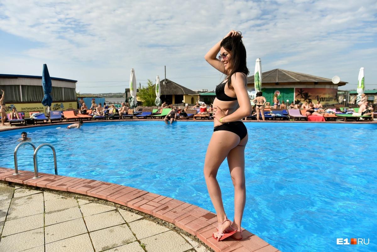 Купальный сезон в разгаре: горячий фоторепортаж с пляжей Екатеринбурга