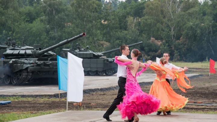 Танец танков под дождём: как прошло открытие «Армии-2019» под Таганрогом