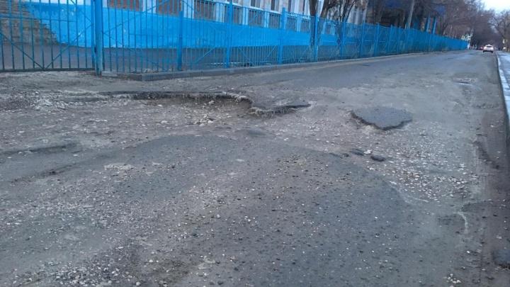 Волгоградцы показали ужасы разбитого Малого проспекта в Краснооктябрьском районе