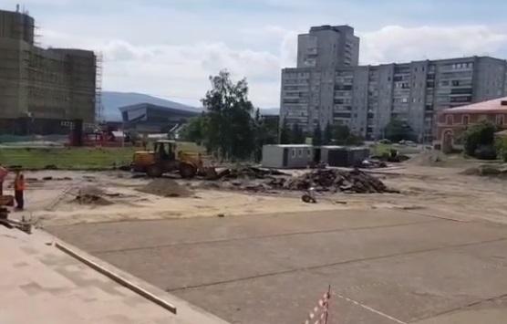Парковки на площади больше нет
