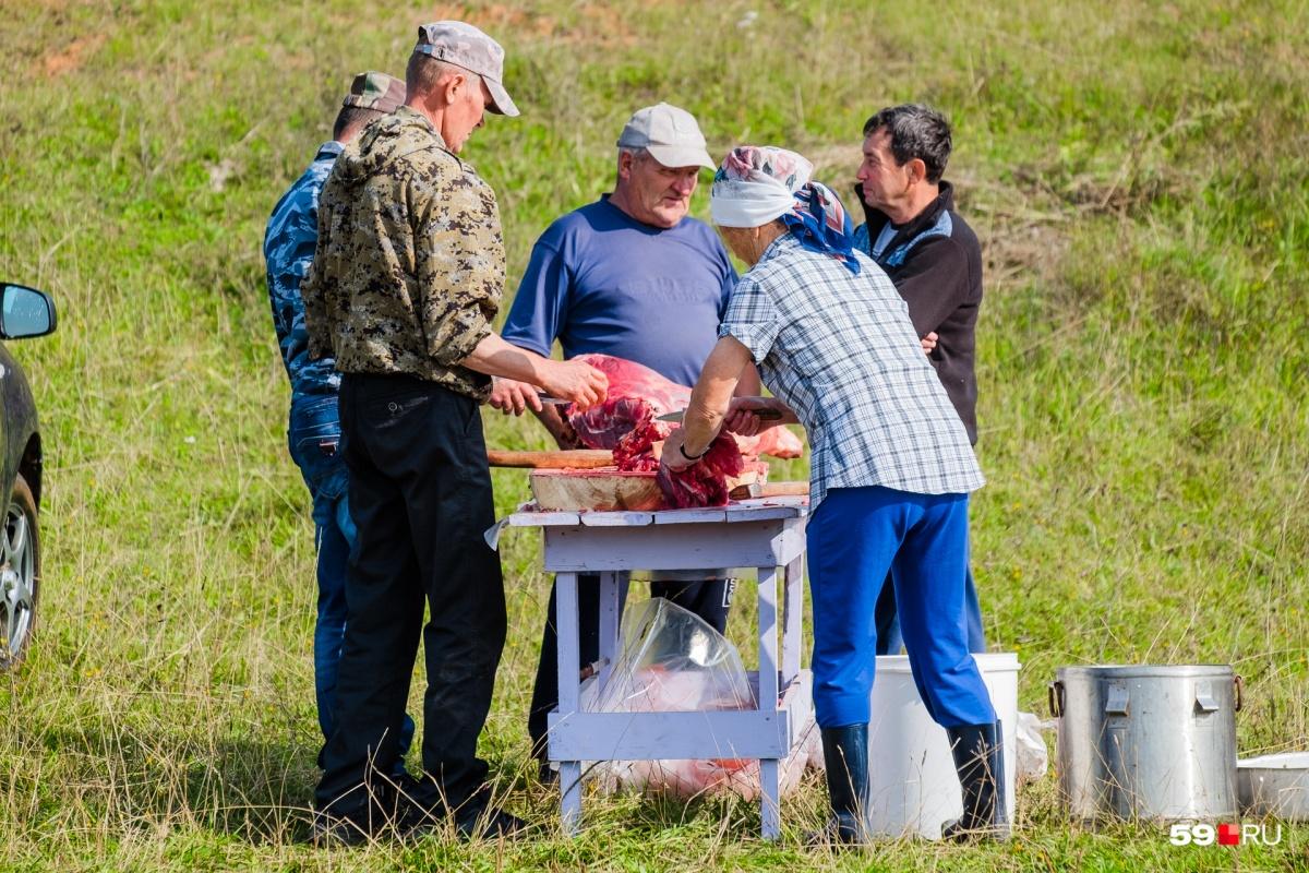 Для местных жителей традиция быкобоя — дань памяти предков, их культура и идентичность
