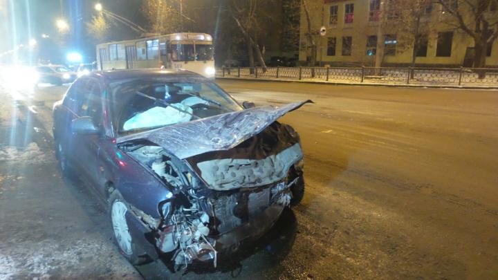 На Эльмаше при столкновении двух автомобилей пострадал мужчина