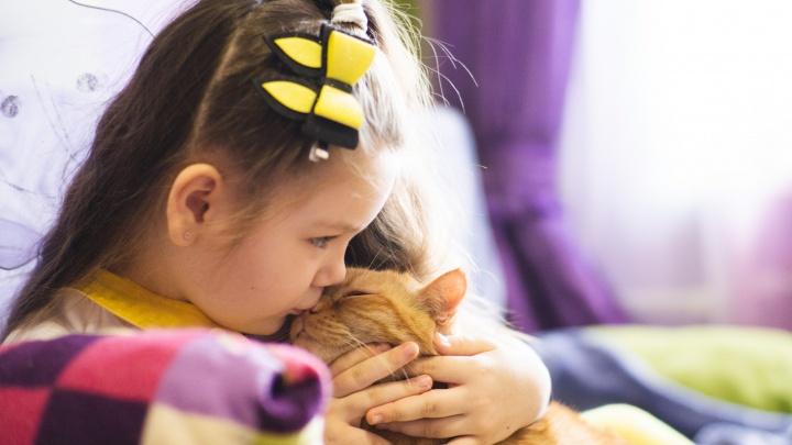 «Как фарфоровая кукла»: маленькая омичка борется с «замирашками» — эпилептическими приступами