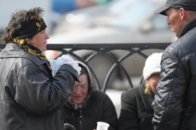 Роспотребнадзор: алкоголиков и курильщиков в России стало меньше
