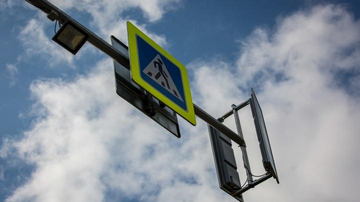 На оживлённом перекрёстке левого берега погасли светофоры: собирается гигантская пробка
