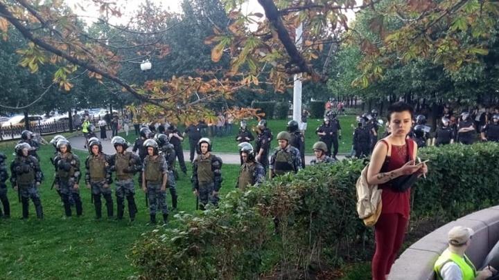 «Ты бежишь инстинктивно. Они ходят мини-свиньёй». Колонка о том самом дне протеста в Москве