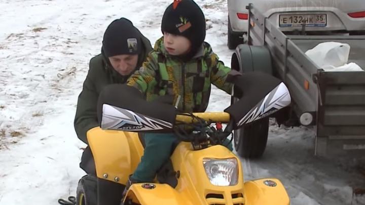 В соревнованиях по мотокроссу поучаствовал 3-летний мальчик из Ярославля