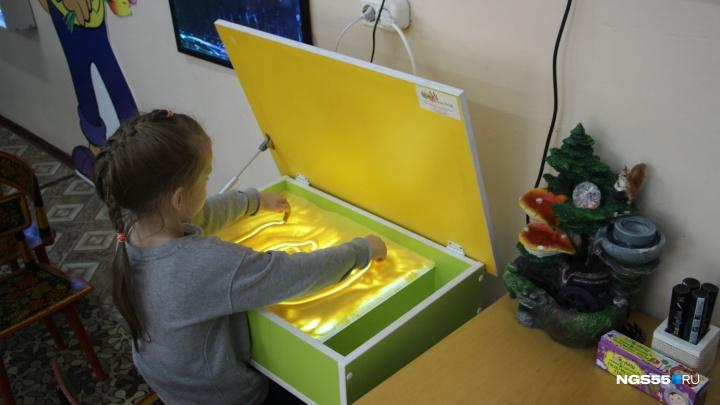 Терапия светом и цветом: в детской поликлинике на левобережье открыли сенсорную комнату