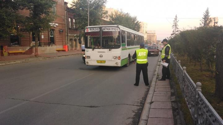 В Центральном районе пассажирский автобус столкнулся с легковушкой