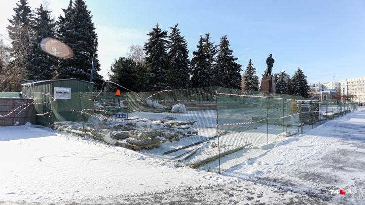 Строители взялись отремонтировать трибуны у памятника Ленину в Челябинске за полтора месяца