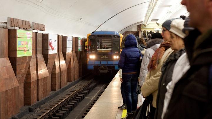 Новосибирец спрыгнул на рельсы станции метро «Площадь Маркса» — теперь ему придётся платить штраф