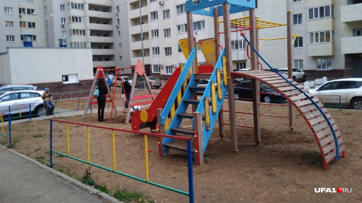 В Башкирии мальчик попал в реанимацию после падения на детской площадке