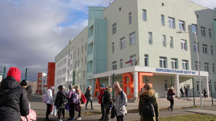 Можно и без пропуска: школе в «Парковом» указали на права учеников