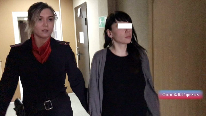 Женщина, которую заподозрили в краже на 200 тысяч у хоккеистов в Верхней Пышме, сдалась полиции