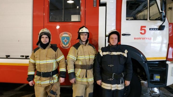«На руках вынес из пекла ребёнка»: в Волгограде при пожаре в многоэтажке пострадали двое детей