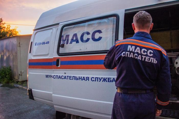 Спасателям периодически приходится освобождать новосибирцев, заковавших себя в наручники