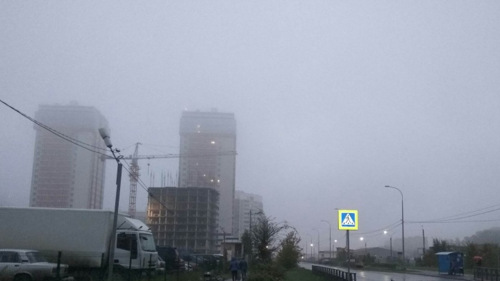 Густой туман накрыл Красноярск перед похолоданием