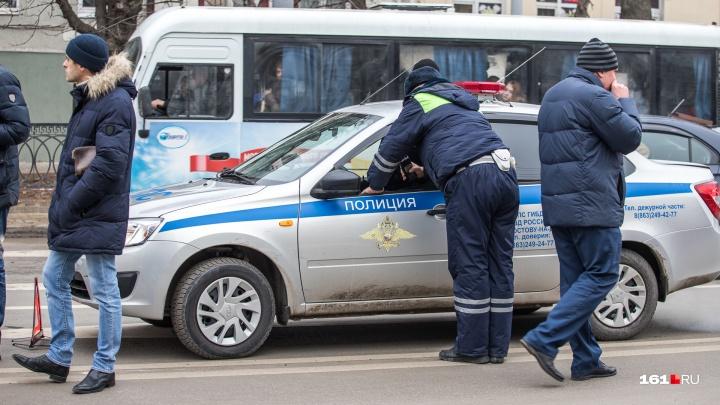 На Театральной площади автомобиль протаранил «мобильную кофейню»