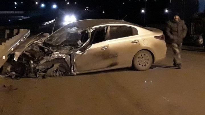 «Машины разбросало по дороге»: на трассе под Самарой грузовик столкнулся с KIA