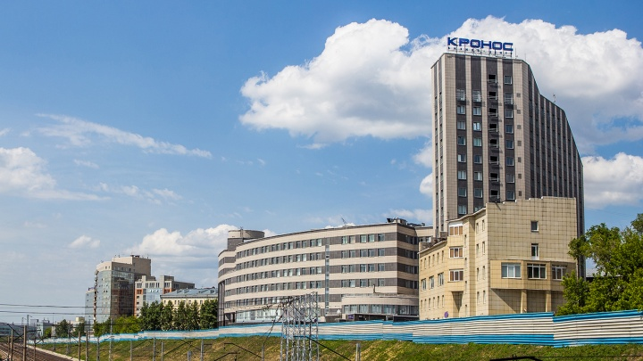 Новосибирский бизнес-центр со светящейся сакурой решили продать за три миллиарда
