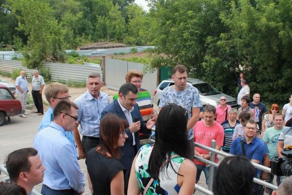 Жители организовали очередной сход с участием чиновников, прокуратуры исоветника директора Росгвардии Александра Хинштейна