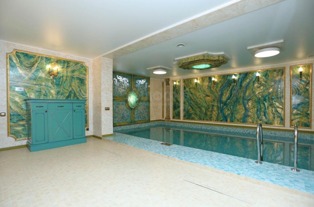 В доме есть личный бассейн